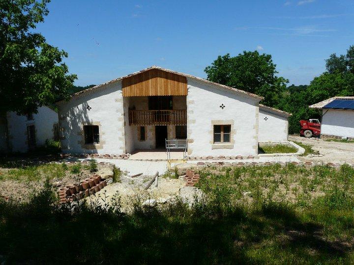 Restauration d une maison en pierre par naturabitat for Restauration maison